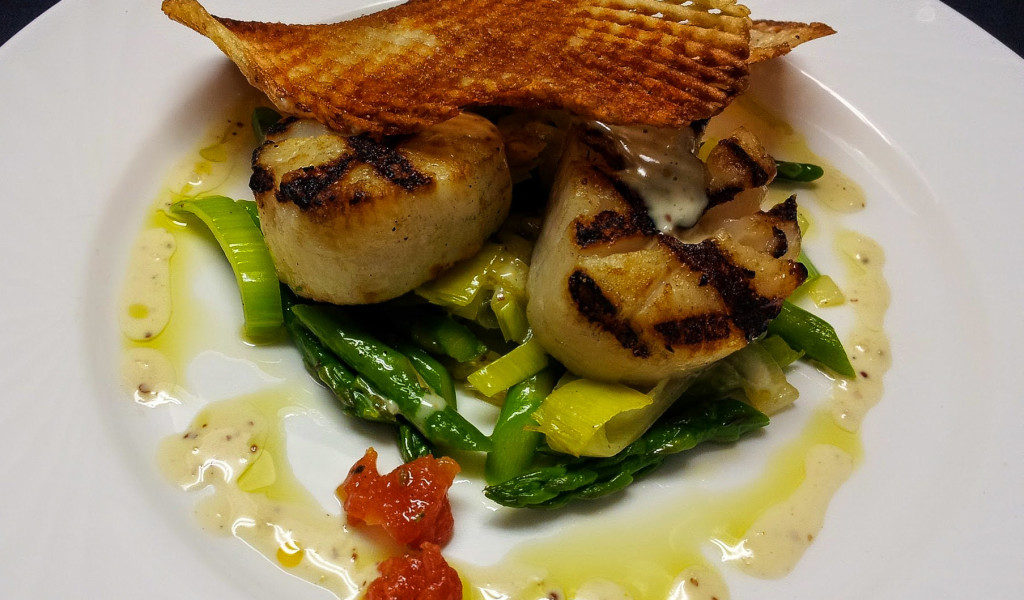 Scallops and Asparagus Dish